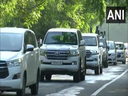 Punjab CM Channi arrives at former Chief Minister Captain Amarinder Singh's farmhouse in Mohali | Punjab CM Channi arrives at former Chief Minister Captain Amarinder Singh's farmhouse in Mohali