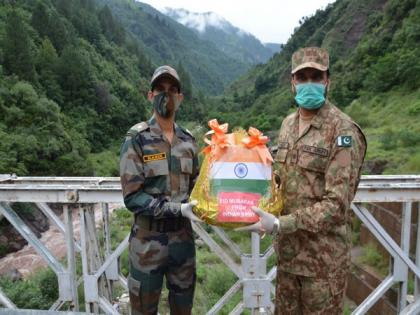 Eid-ul-Adha: BSF, Pak rangers exchange sweets for first time since Article 370 abrogation   Eid-ul-Adha: BSF, Pak rangers exchange sweets for first time since Article 370 abrogation