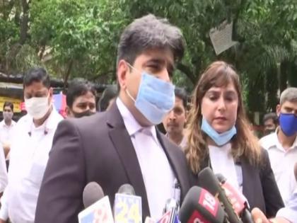 Javed Akhtar vs Kangana Ranaut: Lyricist's lawyer says actor using delaying tactics   Javed Akhtar vs Kangana Ranaut: Lyricist's lawyer says actor using delaying tactics