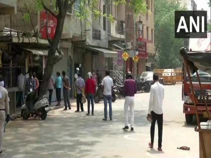 Shorter queues, social distancing norms return at Delhi's liquor stores   Shorter queues, social distancing norms return at Delhi's liquor stores