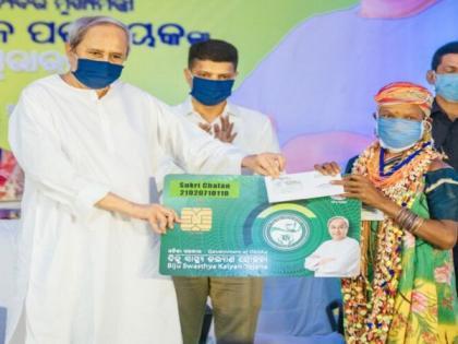 Odisha CM distributes smart health cards under BSKY scheme in Sundergarh   Odisha CM distributes smart health cards under BSKY scheme in Sundergarh