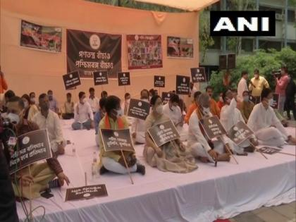 BJP leaders stage protest at Delhi's Rajghat over post-poll violence in West Bengal | BJP leaders stage protest at Delhi's Rajghat over post-poll violence in West Bengal