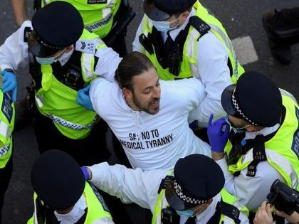 8 police officers injured in anti-COVID lockdown protest in London | 8 police officers injured in anti-COVID lockdown protest in London
