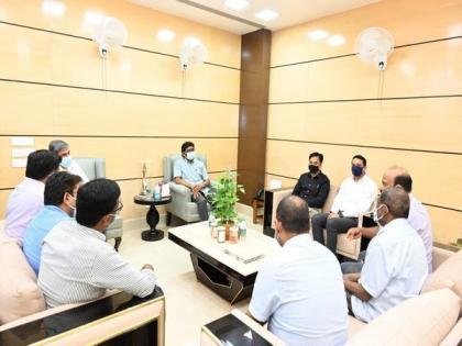 Jharkhand CM Soren met relatives of ADJ Uttam Anand who was allegedly killed in Dhanbad | Jharkhand CM Soren met relatives of ADJ Uttam Anand who was allegedly killed in Dhanbad