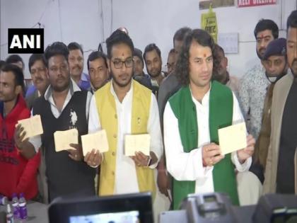 Tej Pratap Yadav sends 50,000 'Azadi Patra' to President for Lalu's release | Tej Pratap Yadav sends 50,000 'Azadi Patra' to President for Lalu's release