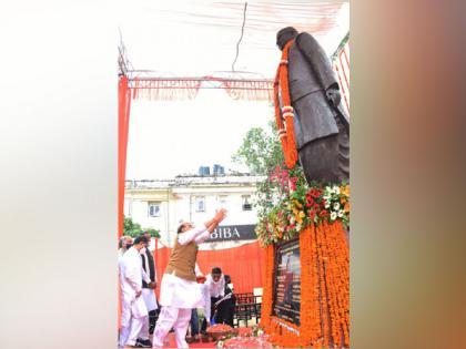 Rajnath Singh unveils statue of Lalji Tandon on his first death anniversary in Lucknow   Rajnath Singh unveils statue of Lalji Tandon on his first death anniversary in Lucknow