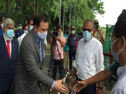 Tripura CM sends pineapples for Bangladesh PM | Tripura CM sends pineapples for Bangladesh PM