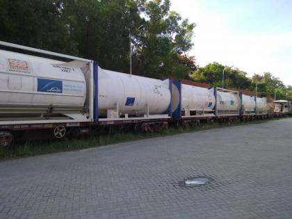 Ninth Oxygen Express carrying 120 tonnes LMO reaches Bengaluru   Ninth Oxygen Express carrying 120 tonnes LMO reaches Bengaluru