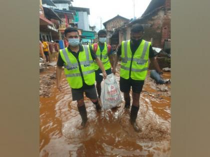 Maha: Navy's flood rescue teams help locals with food, medicine   Maha: Navy's flood rescue teams help locals with food, medicine