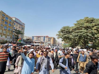 Thousands protest in Afghanistan's Kandahar against evacuation order by Taliban | Thousands protest in Afghanistan's Kandahar against evacuation order by Taliban
