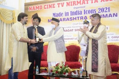 Planet Marathi founder Akshay Bardapurkar felicitated by Maharashtra Governor | Planet Marathi founder Akshay Bardapurkar felicitated by Maharashtra Governor