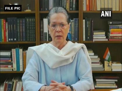 Sonia Gandhi urges Centre to re-evaluate COVID-19 vaccination policy | Sonia Gandhi urges Centre to re-evaluate COVID-19 vaccination policy