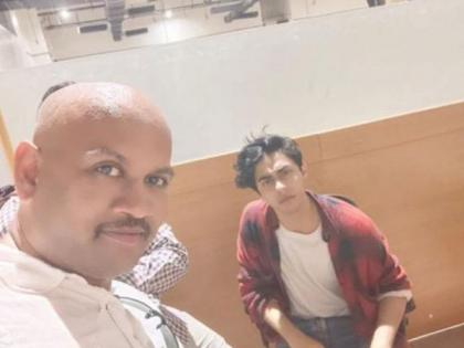 Pune Police issues lookout notice for man in viral selfie with Aryan Khan at NCB office   Pune Police issues lookout notice for man in viral selfie with Aryan Khan at NCB office