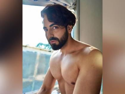 Ayushmann Khurrana offers piece of advice, shares stunning shirtless picture | Ayushmann Khurrana offers piece of advice, shares stunning shirtless picture