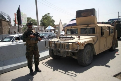 Taliban fighters force men into car boots | Taliban fighters force men into car boots