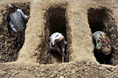 43 dead migrants buried in Yemen mass grave   43 dead migrants buried in Yemen mass grave