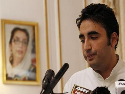 Imran Khan travelling around world with 'begging' bowl for financial support, says Bilawal Bhutto   Imran Khan travelling around world with 'begging' bowl for financial support, says Bilawal Bhutto