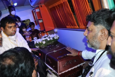 Oscar Fernandes' mortal remains brought to Bengaluru, Rahul to attend funeral | Oscar Fernandes' mortal remains brought to Bengaluru, Rahul to attend funeral