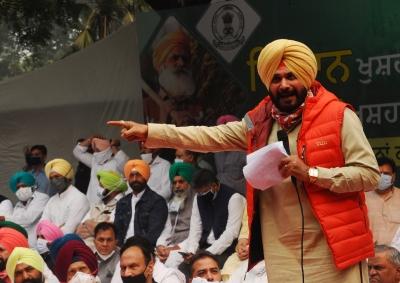 'Sidhu anti-national', Amarinder says he will fight move to make him CM | 'Sidhu anti-national', Amarinder says he will fight move to make him CM