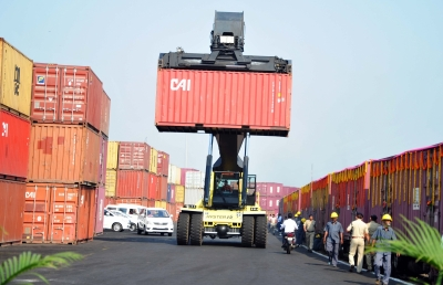 India's August exports, imports rise YoY   India's August exports, imports rise YoY