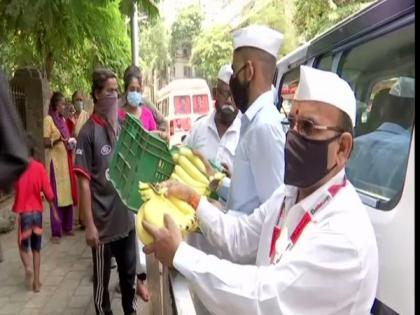 Mumbai Dabbawalas distribute food at COVID care centres, hospitals | Mumbai Dabbawalas distribute food at COVID care centres, hospitals