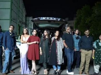 Taapsee poses with team, flaunts Filmfare trophies to celebrate 'Thappad's big win | Taapsee poses with team, flaunts Filmfare trophies to celebrate 'Thappad's big win