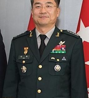 S.Korean Defence Minister, EU envoy hold talks | S.Korean Defence Minister, EU envoy hold talks