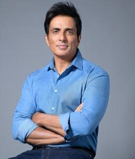 For 2nd day, IT sleuths 'search' actor Sonu Sood's home | For 2nd day, IT sleuths 'search' actor Sonu Sood's home