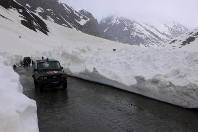 Srinagar-Leh road reopened after 58 days | Srinagar-Leh road reopened after 58 days