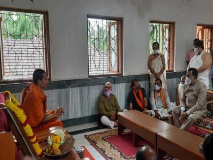 Goa Governor visits Partagal Math after demise of Vader Swamiji | Goa Governor visits Partagal Math after demise of Vader Swamiji