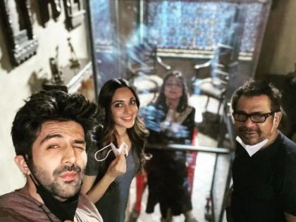 Kartik Aaryan welcomes Tabu back on sets of 'Bhool Bhulaiyaa 2' with a quirky post   Kartik Aaryan welcomes Tabu back on sets of 'Bhool Bhulaiyaa 2' with a quirky post