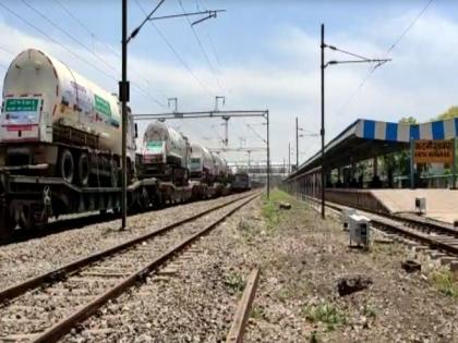 COVID-19 crisis: Kanpur receives its first Oxygen Express with 80 MT medical oxygen   COVID-19 crisis: Kanpur receives its first Oxygen Express with 80 MT medical oxygen