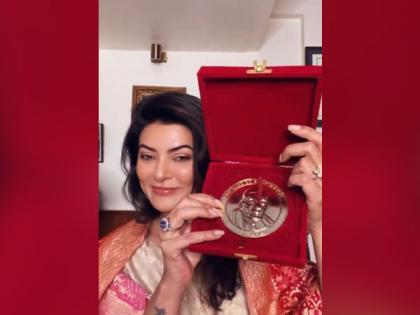 Sushmita Sen celebrates winning 2021 Champions of Change Award   Sushmita Sen celebrates winning 2021 Champions of Change Award
