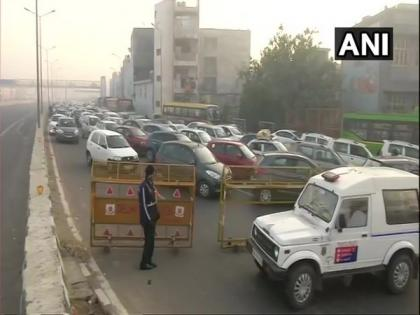 Bharat Bandh: Delhi Police shuts traffic movement towards Ghazipur from UP   Bharat Bandh: Delhi Police shuts traffic movement towards Ghazipur from UP