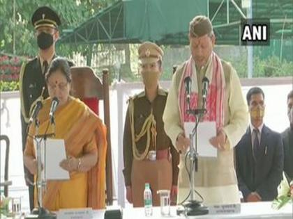 Tirath Singh Rawat takes oath as Uttarakhand chief minister | Tirath Singh Rawat takes oath as Uttarakhand chief minister