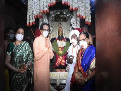 Maharashtra CM performs 'Maha Puja' at Vitthal-Rukmini Temple   Maharashtra CM performs 'Maha Puja' at Vitthal-Rukmini Temple