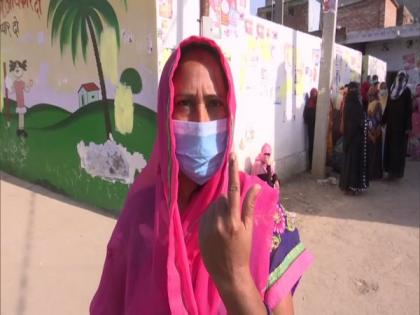 UP Panchayat polls: Large number of people turn out to cast their votes in Lucknow | UP Panchayat polls: Large number of people turn out to cast their votes in Lucknow