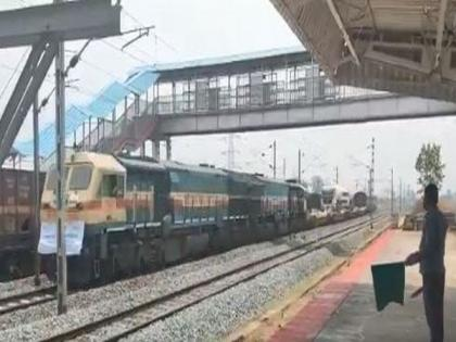 COVID-19: Oxygen Express carrying 30.86 MT oxygen left for Delhi from Odisha | COVID-19: Oxygen Express carrying 30.86 MT oxygen left for Delhi from Odisha