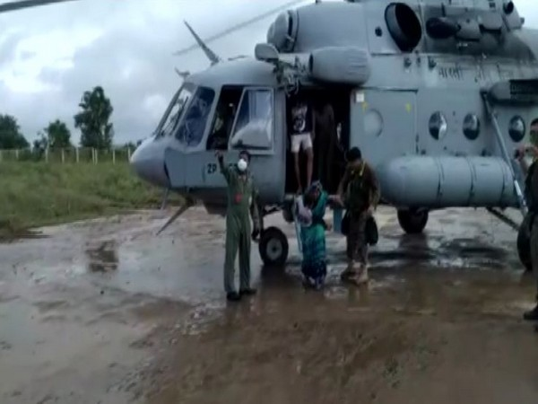 IAF airlifts people from flood-affected areas in MP's Sehore |  english.lokmat.com