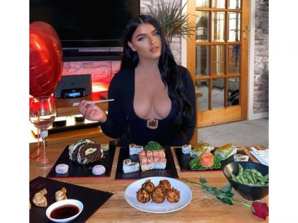 Model bullied online after she posts photo of her dinner online, suffers panic attack | Model bullied online after she posts photo of her dinner online, suffers panic attack