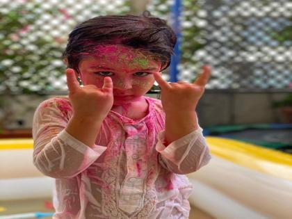 Kareena shares a colour drenched pic of Taimur Ali Khan's Holi celebration | Kareena shares a colour drenched pic of Taimur Ali Khan's Holi celebration