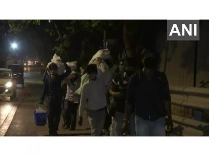 Amid curfew imposed in Maharashtra, migrant workers begin leaving state | Amid curfew imposed in Maharashtra, migrant workers begin leaving state