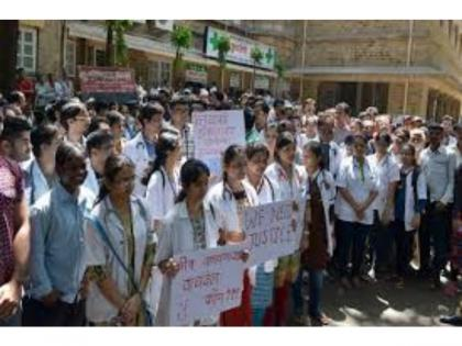 COVID-19: Pune hospital staff protest against management over non-payment of salary   COVID-19: Pune hospital staff protest against management over non-payment of salary