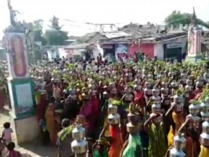 Watch Video! Amid COVID-19 surge women gather in larger numbers to offer prayers at Baliyadev temple   Watch Video! Amid COVID-19 surge women gather in larger numbers to offer prayers at Baliyadev temple