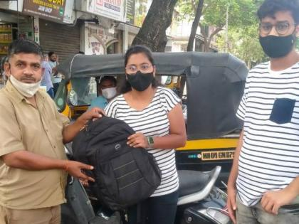 Auto driver returns two laptops left behind by customer   Auto driver returns two laptops left behind by customer