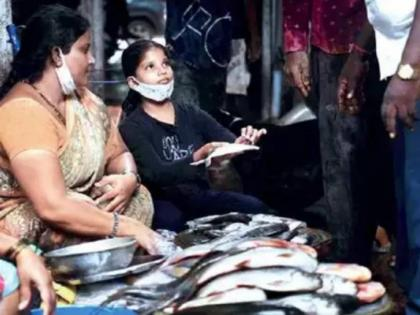 Dharavi: 11 year old girl helps mother to sell fish after father died of covid | Dharavi: 11 year old girl helps mother to sell fish after father died of covid