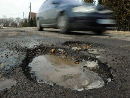 1,800 crore potholes in roads, highest damage in Konkan due to heavy rainfall   1,800 crore potholes in roads, highest damage in Konkan due to heavy rainfall