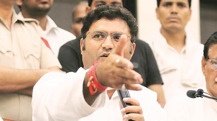 अशोक तंवर ने पार्टी से इस्तीफा देते हुए राहुल गांधी पर आरोप लगाया।