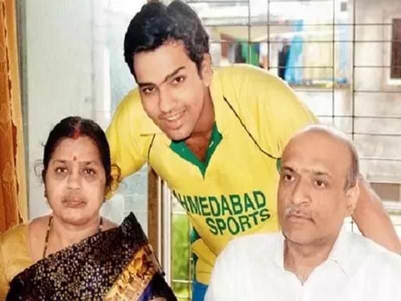 रोहित शर्मा के पिता थे कोरोना पॉजिटिव, खबर मिलते ही यूएई से लौटे मुंबई!
