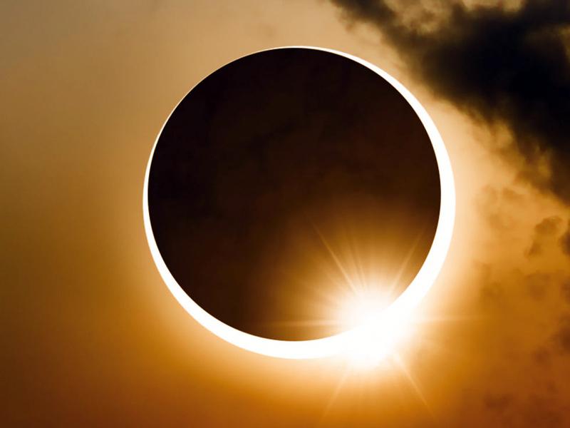 Surya Grahan and Chandra Grahan 2020: एक ही महीने में लगने जा रहा है 2  ग्रहण, पूरे विश्व पर पड़ेगा ये बुरा असर
